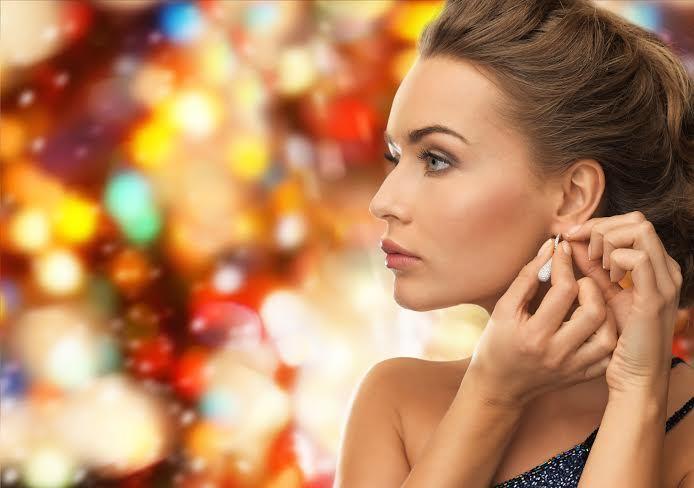 Domowe i specjalistyczne zabiegi kosmetyczne przed karnawałowym balem